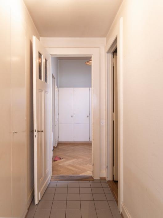 couloir accédant au hall d'entrée