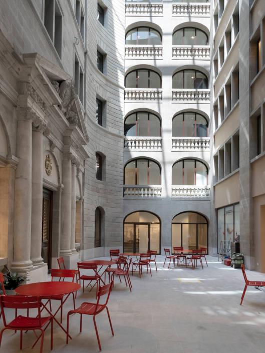 coure intérieure d'un immeuble historique à Genève