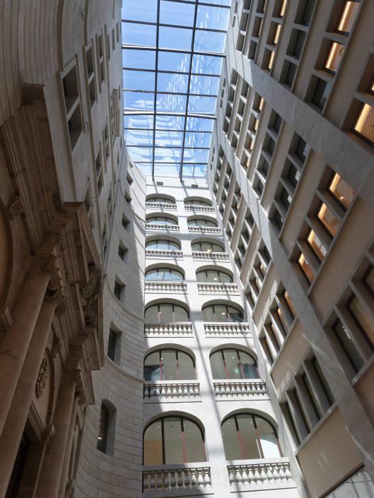 toit en verre avec les vue sur des étages