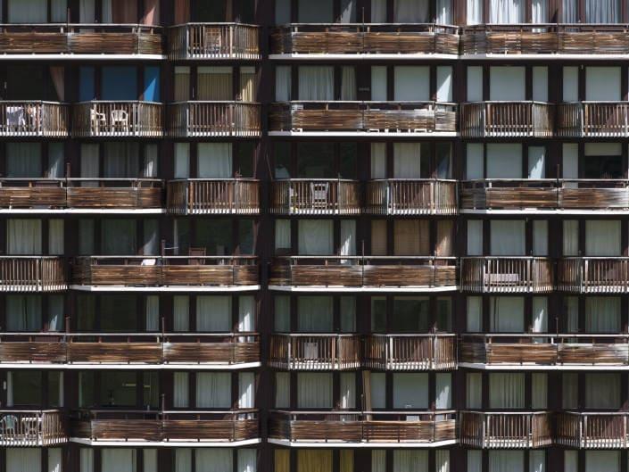 balcons du bâtiment le France aux Ménuires