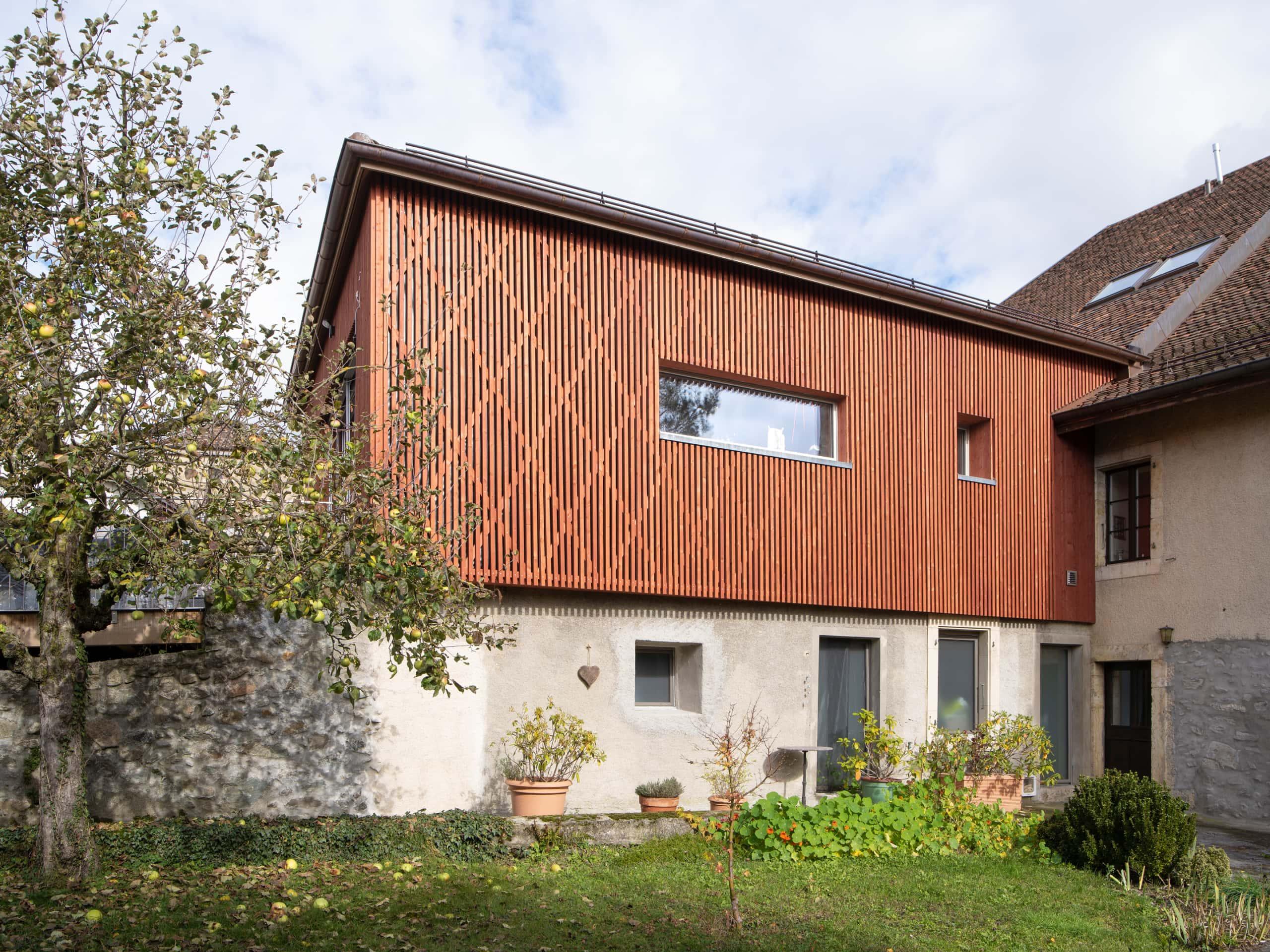 façade en bois d'une ferme rénovée