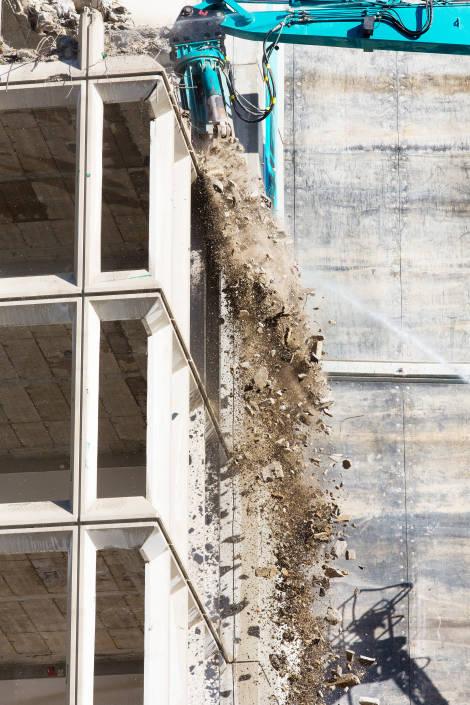 pierres qui tombent d'un immeuble