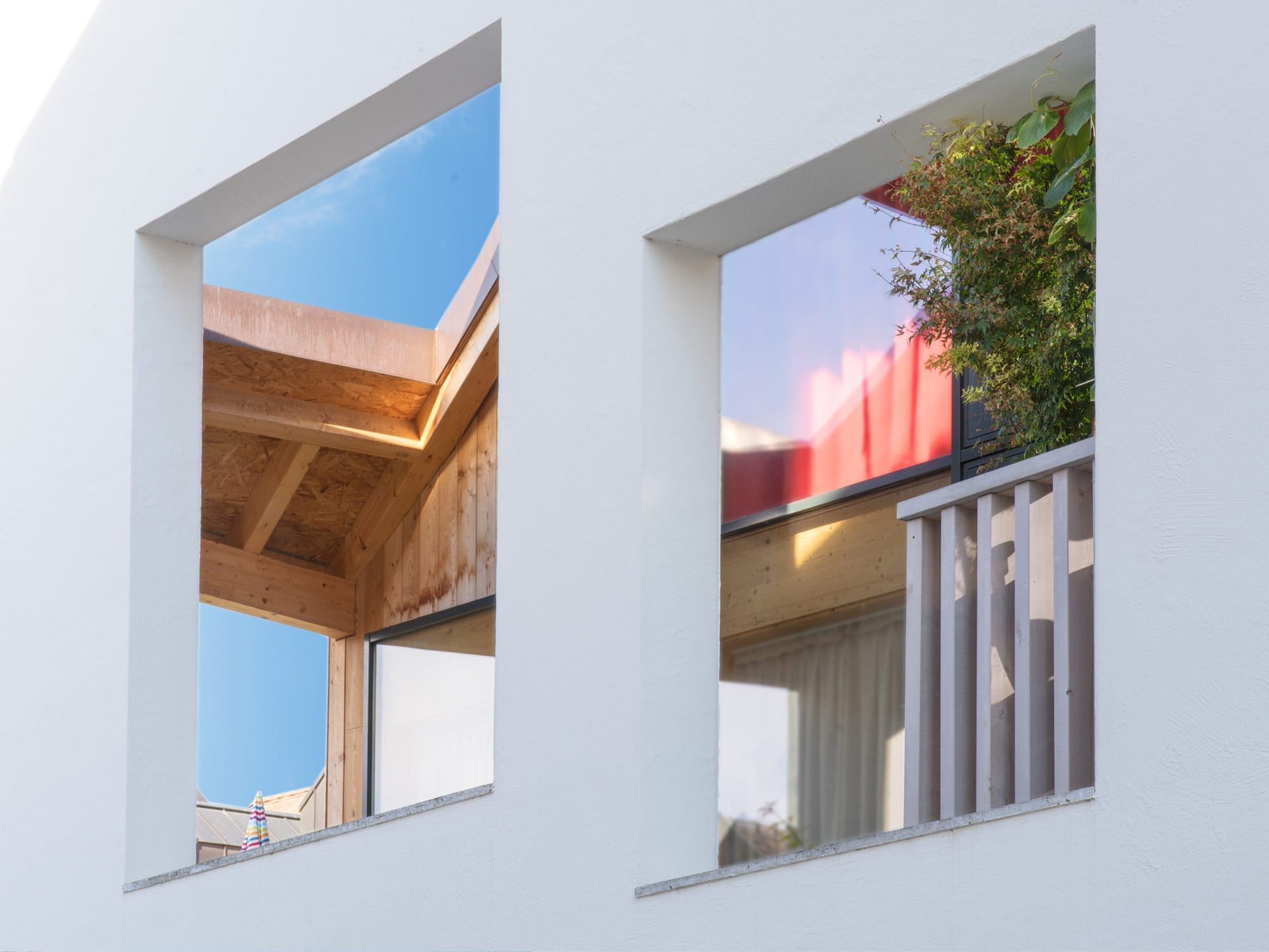 ouvertures de mur donnant sur une terrasse