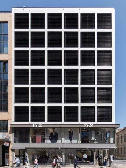 architecture montrant une façade de bâtiment regroupant des bureaux