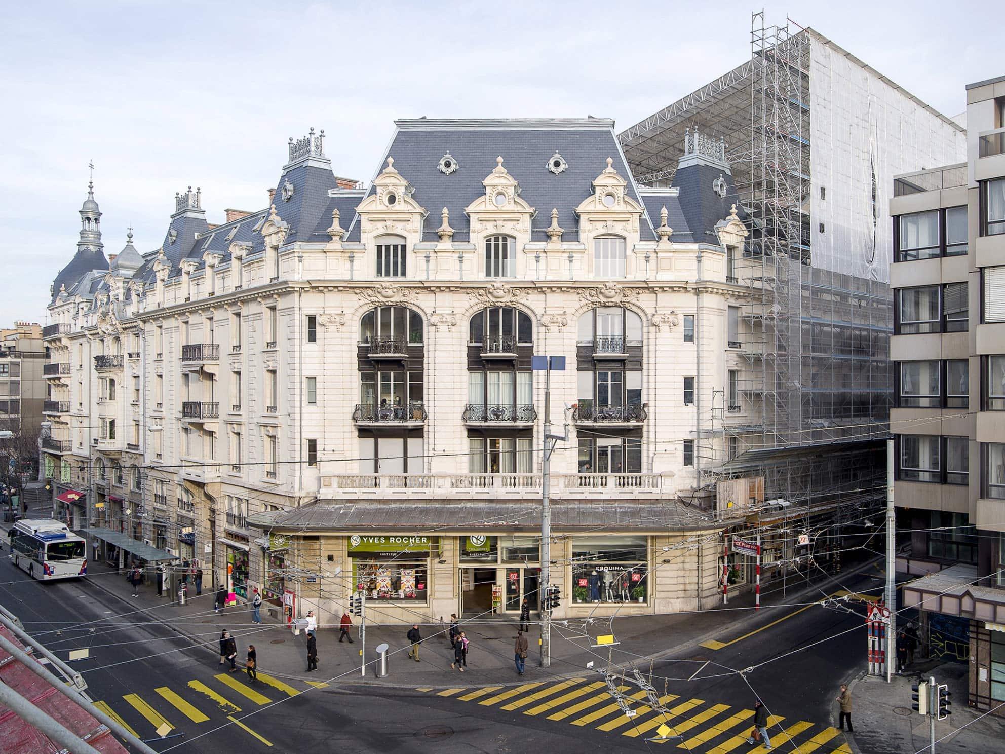 façade d'un bâtiment historique à Lausanne