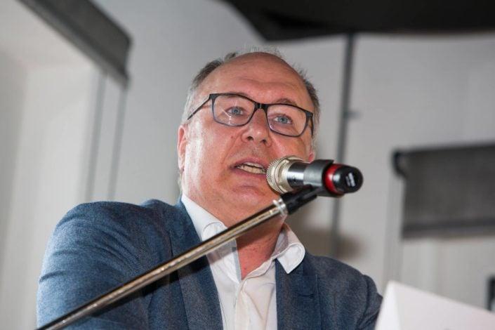 Pierre-Yves Maillard prend la parole devant une assemblée