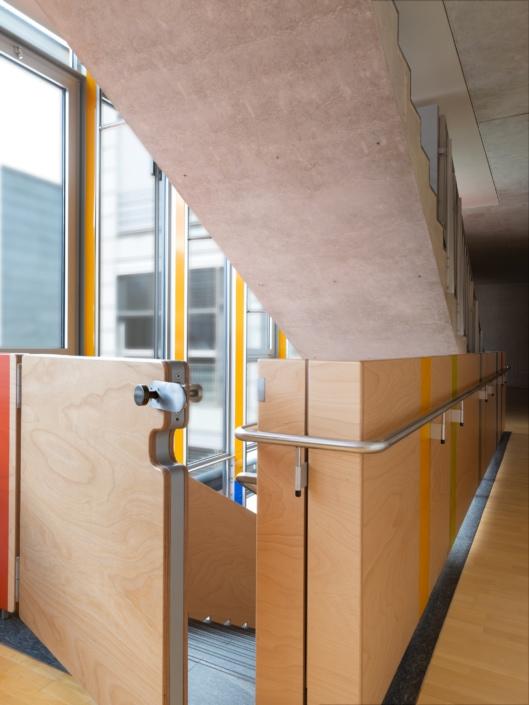 portail en haut d'un escalier