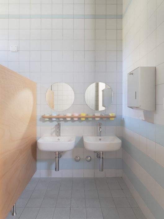 salle de bains pour enfants autistes