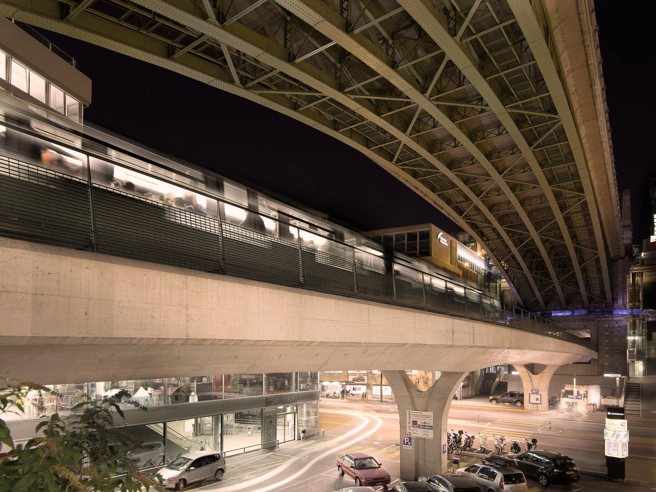 rame de métro M2 sous le pont Bessières à Lausanne