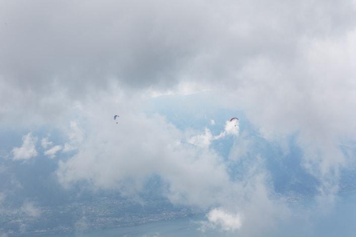 parapentes sur le lac de Locarno