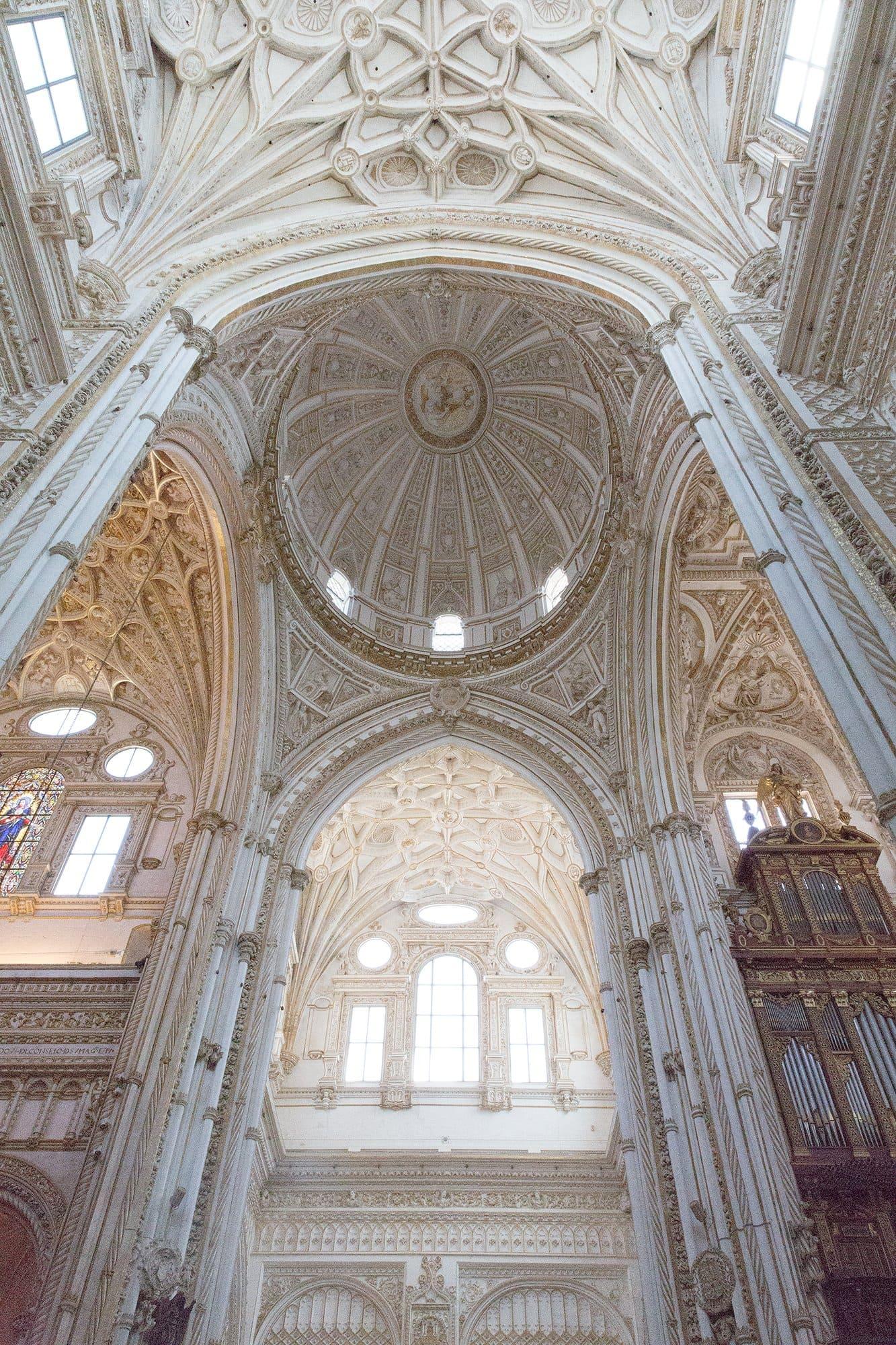 voûte d'une cathédrale