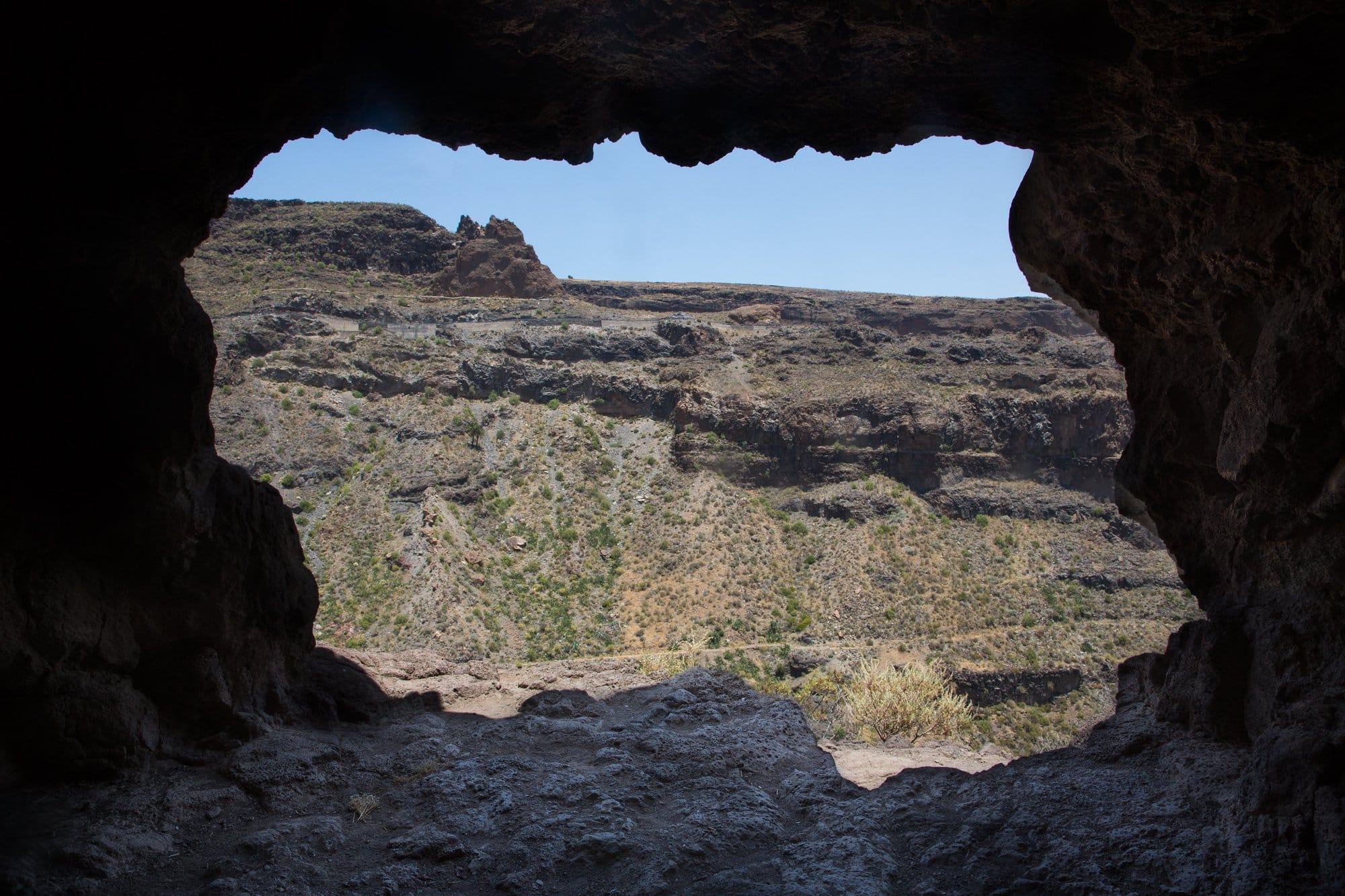 vue depuis l'intérieur d'une grotte