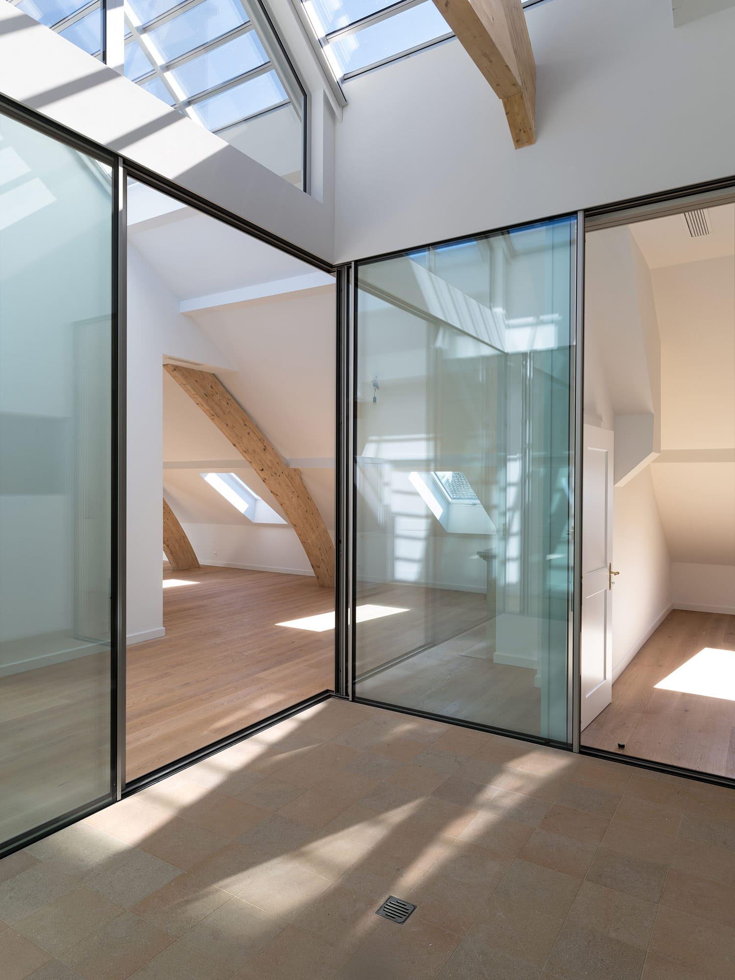 architecture en verre sous toit