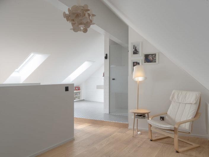 architecture d'un attique avec entrée de douche